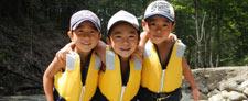 家族で楽しむ夏の川遊び